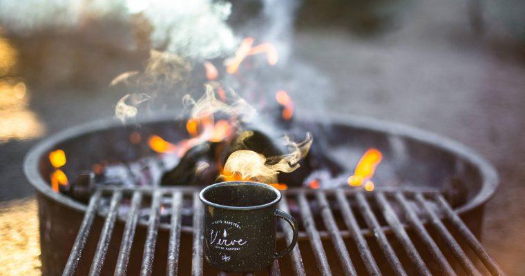 Wanderpause: Outdoor Kaffee an der frischen Luft